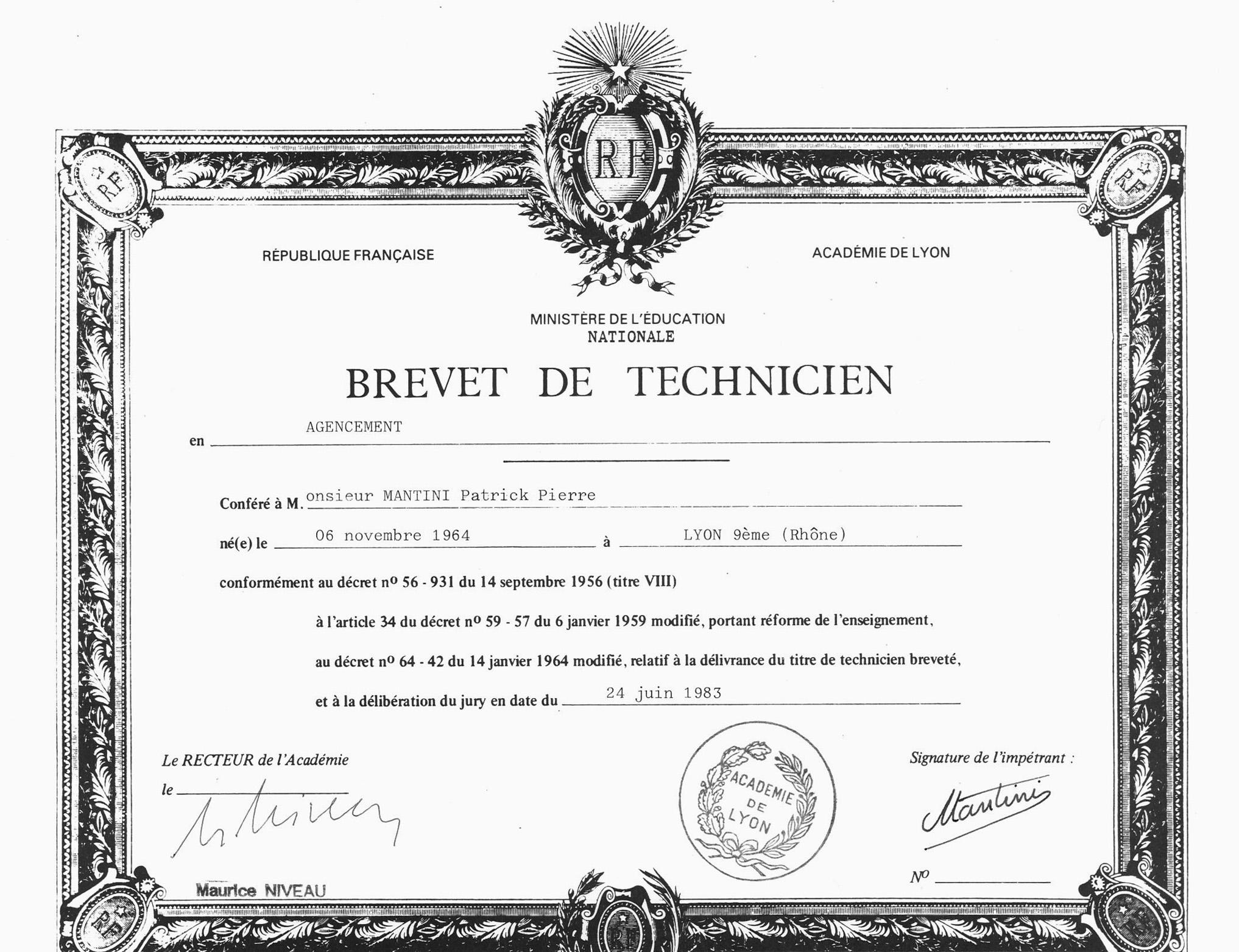 BREVET DE TECHNICIEN AGENCEMENT